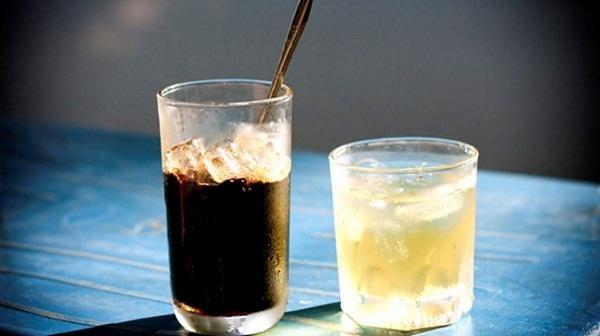 Uống nước trước khi uống cafe để tránh tình trạng mất nước