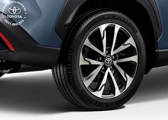 Vành bánh xe 118 inch của Cross bản 1.8V máy xăng