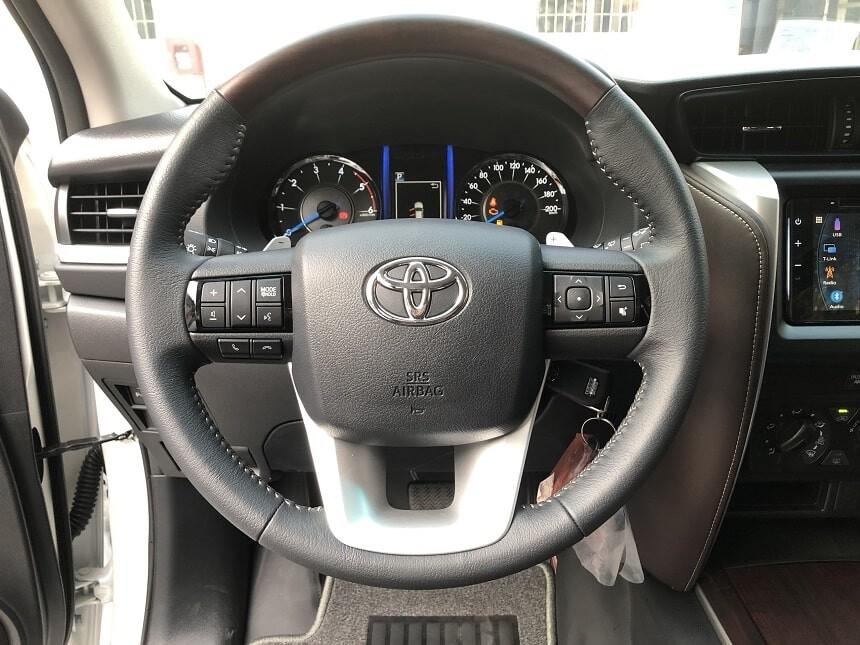 Cụm vô lăng xe Toyota Fortuner