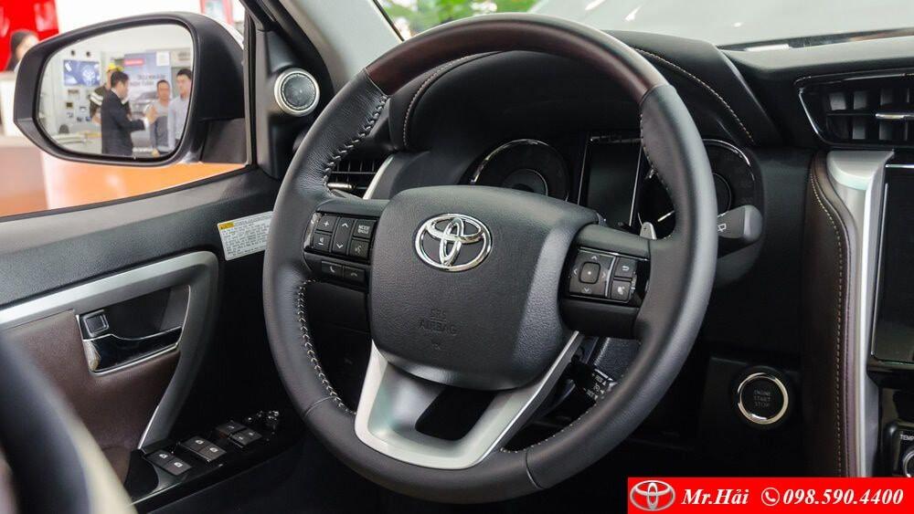 Cụm vô lăng xe Toyota Fortuner phiên bản 2.8