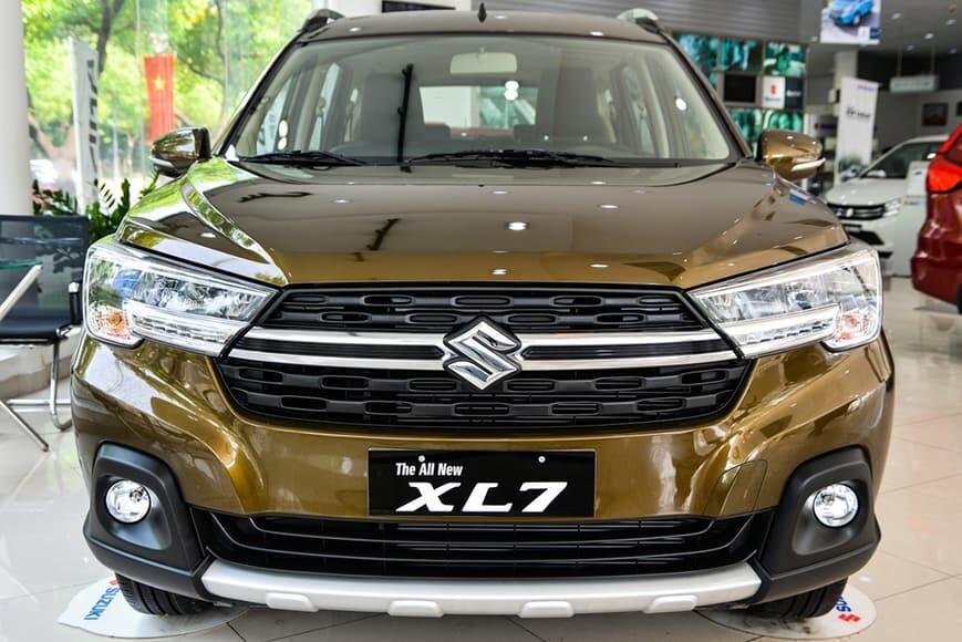 Xe 7 chỗ gầm cao Suzuki XL7