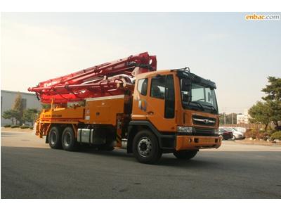 Xe bơm bê tông cần Junjin 38 mét 5 đoạn