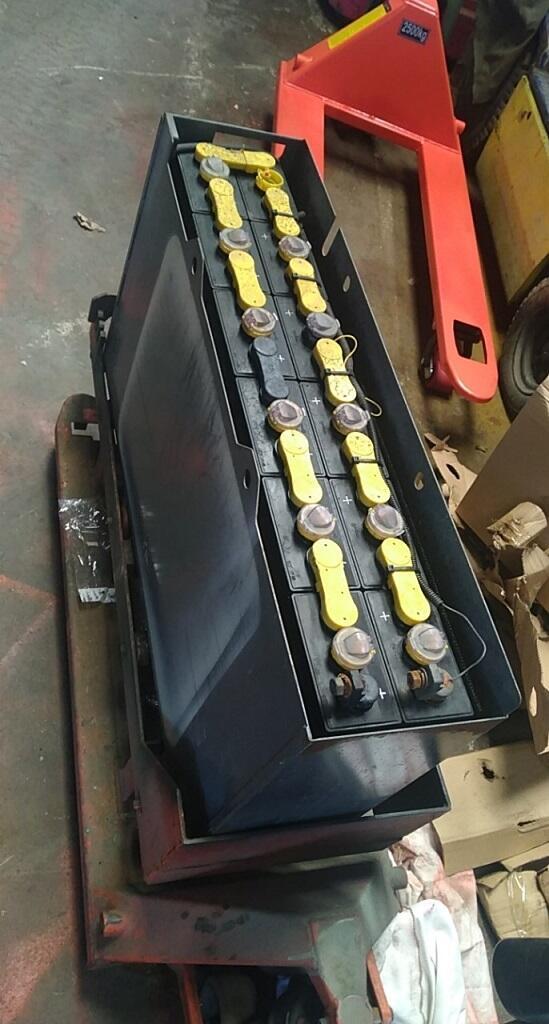 ắc qui xe nâng điện , hình ảnh xe nâng điện , xe nâng điện cũ , đại lý xe nâng điện