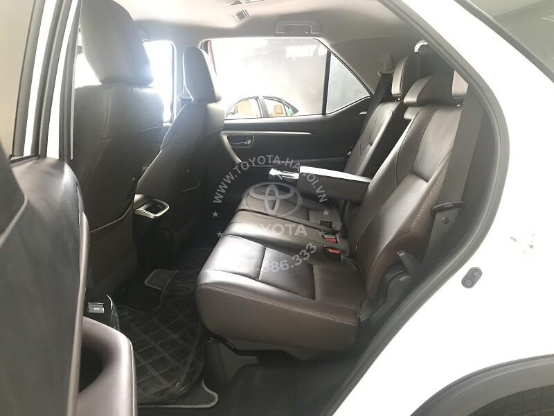 Nội thất xe Toyota Fortuner 2.7 AT máy xăng một cầu nhập khẩu