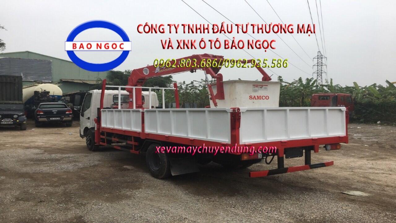 Xe tải hino gắn cẩu 3 tấn có rổ nâng người làm việc trên cao