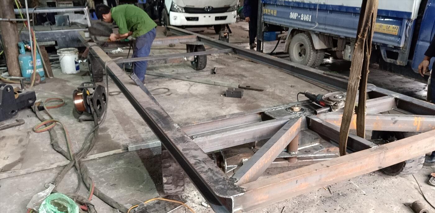 Xe kéo hàng trong nhà máy, khu công nghiệp