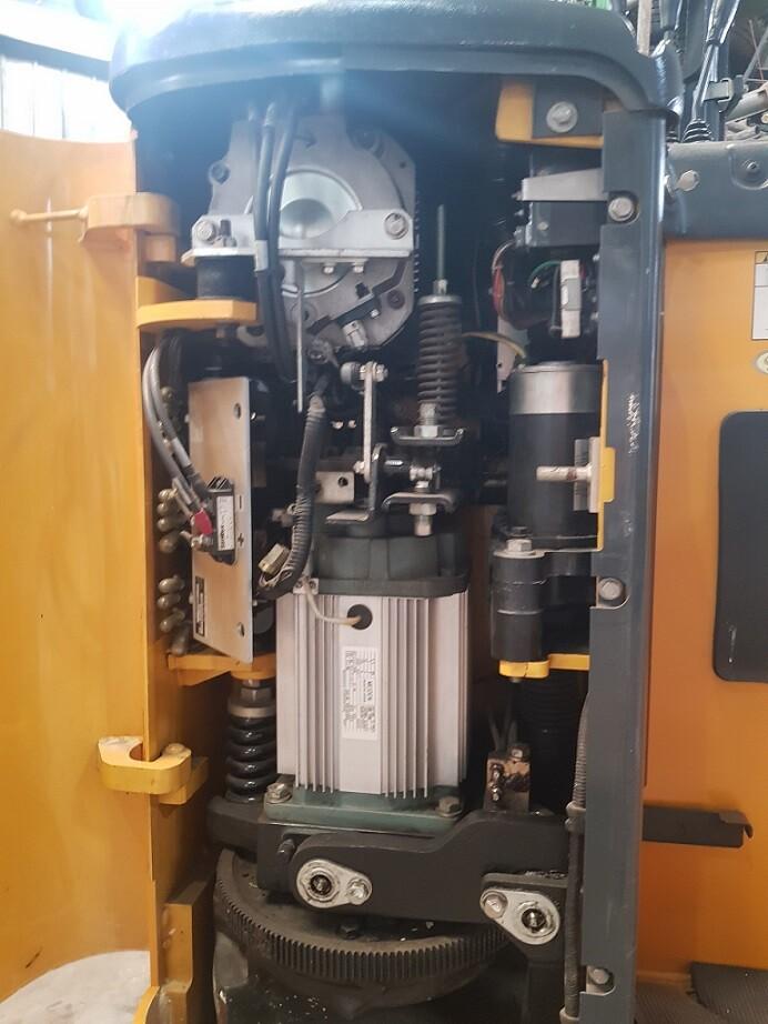 xe nâng điện cũ 1500kg komatsu , ắc qui xe nâng điện , hình ảnh xe nâng điện , đại lý xe nâng điện ,