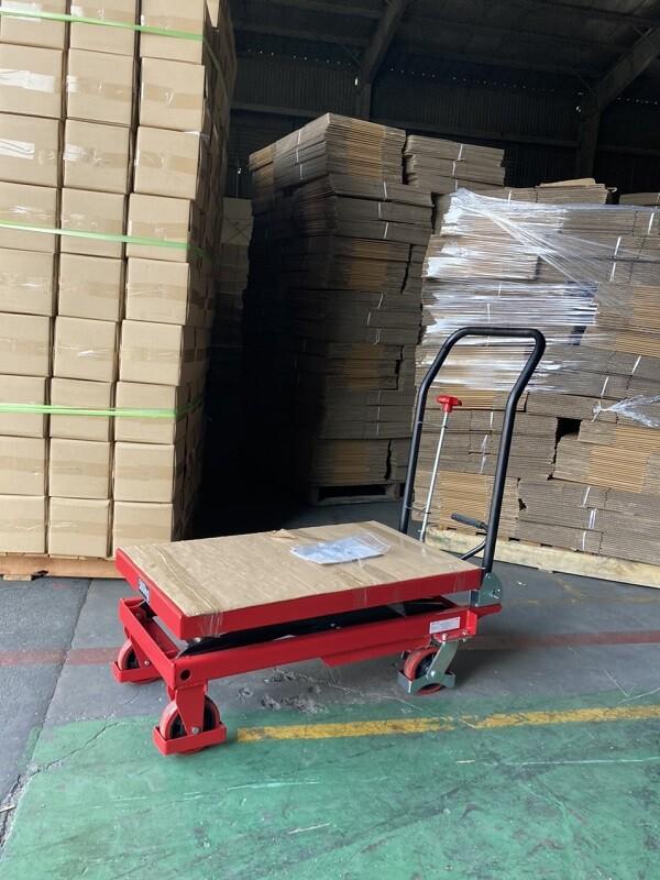 Xe nâng mặt bàn 500kg giá rẻ tại HCM
