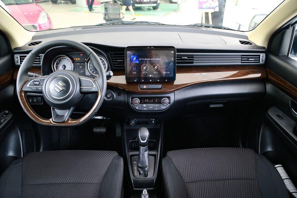 Giá xe 7 chỗ Suzuki XL7