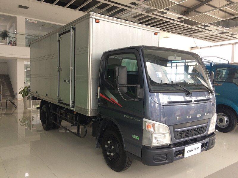 Xe tải Fuso Canter 6.5 - Thùng kín - Tải 3.49 tấn