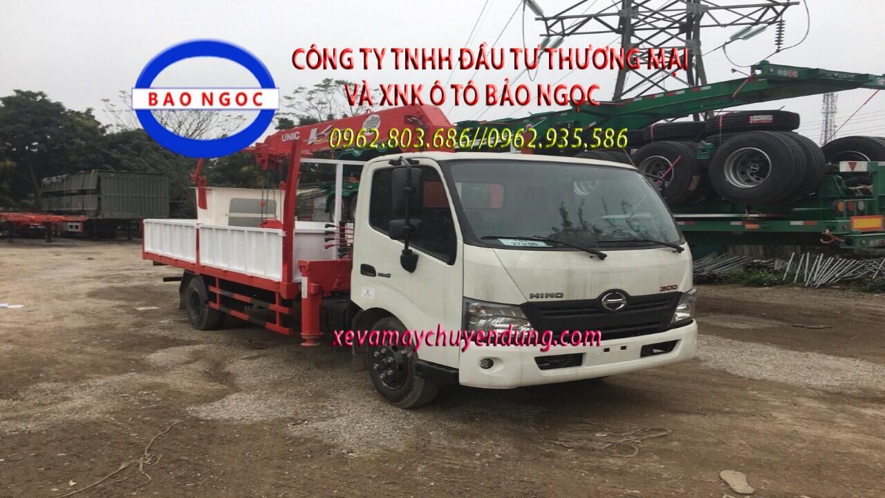 Xe tải hino xzu720 gắn cẩu 3 tấn có rổ nâng