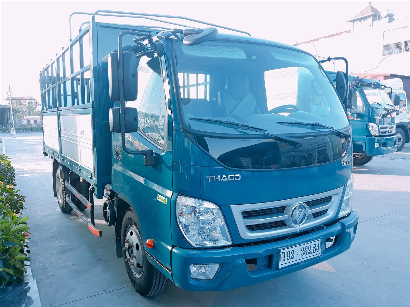 Xe tải Thaco Ollin 490/700 - Thùng mui bạt - Tải 2,35 tấn / 3,49 tấn