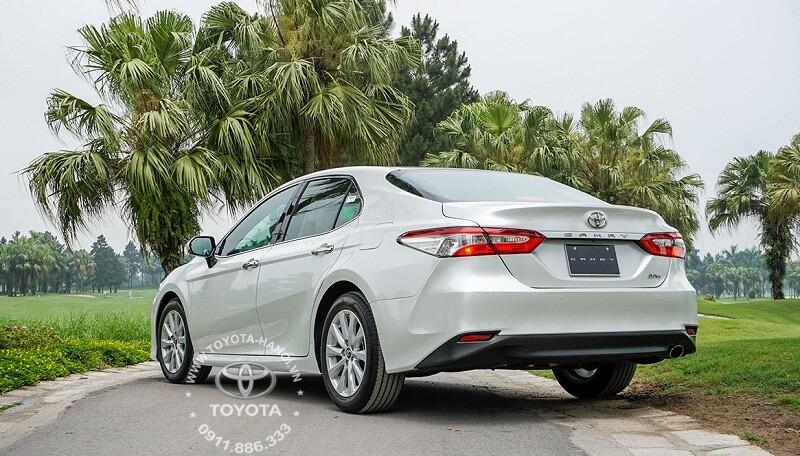 Thiết kế đuôi xe Toyota Camry 2.0G 2020