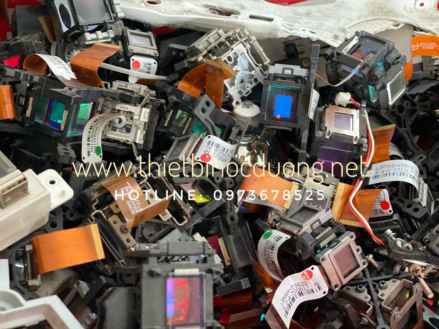 Thay LCD máy chiếu Sony, Panasonic bị nhoè màu, bể chữ
